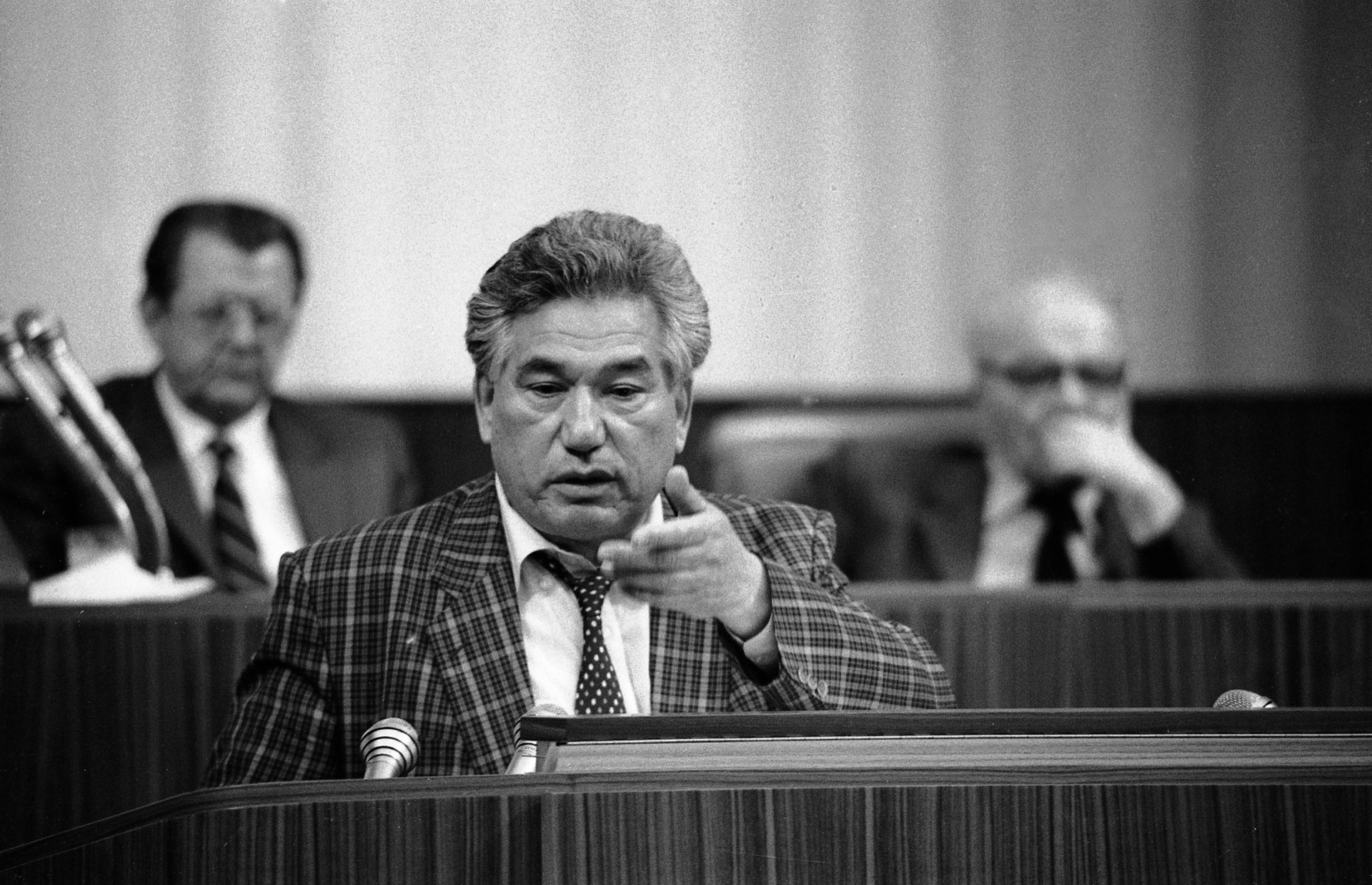 chingiz aitmatov russia reform Chinghiz aitmatov, the best known figure of his country's literature was born on 12 december 1928 in sheker, near talas in kyrgyzstan, a writer who composed works both in russian as well as in kyrgyz.